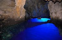 Ile de Vis : blue and green cave